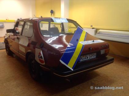 und der Saab 999 wird im Stil...