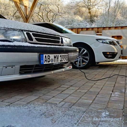 Der Saab hängt am Calix Zuheizer. Der 9-5 NG im Hintergrund kann das auch.