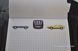 Verschiedene Saab Motive lösen sich ab.