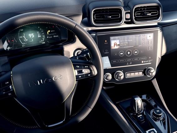 De cockpit is volledig digitaal met twee schermen. Foto: Lynk & Co.