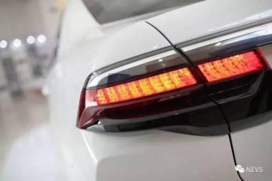 Fanali posteriori 9-3 berlina elettrica per auto. Immagine: NEVS