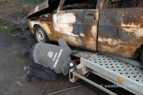 Aufladen des Saab-Wracks, Saab-Volvo Solidarität.