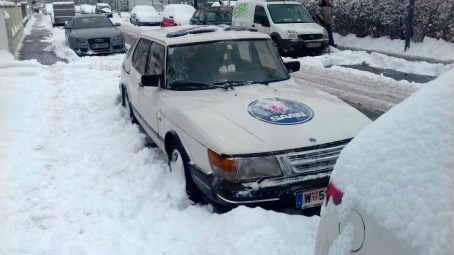 Saab 900 in the snow