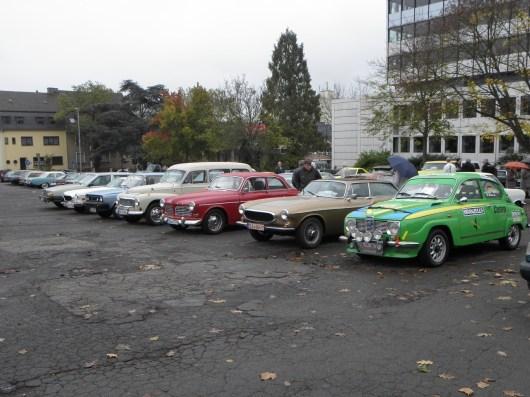 Tutto Volvo, o cosa? Non proprio ... un SAAB è già lì, un 96, dipinto nei colori in cui ha vinto 1976 il Rally svedese. Il piccolo ma esclusivo club degli svedesi alla sfilata di auto d'epoca di quest'anno. impressioni paddock.