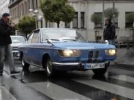 Das Hauptfeld der Personenfahrzeuge wird angeführt von Heinrich Zimmer im 1967er BMW 2000CS. Er war bisher bei allen Auflagen des Oldtimerkorsos dabei, erhält dafür den Sonderpreis.
