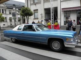 Sin ganador oficial, pero en términos de capacidad del motor, se destaca en cada cuarteto de autos: un Cadillac Coupé de Ville de 1976 con motor 8,2-l. No consumo, sino desplazamiento.