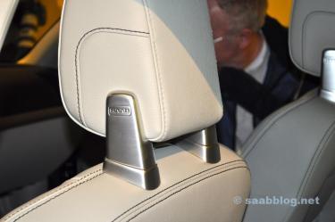 Headrest with Saab logo