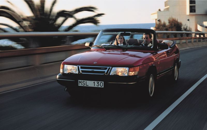 Estate! Saab 900 Cabriolet sulla strada verso sud