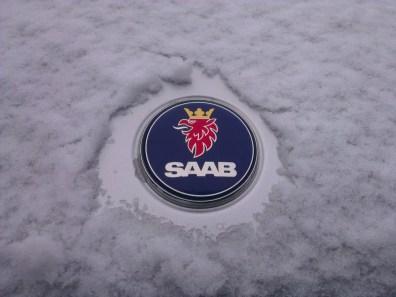 Saab-logotypen på vintern