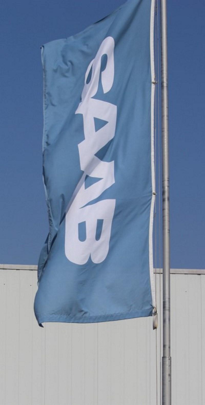 Флаг Saab на ветру