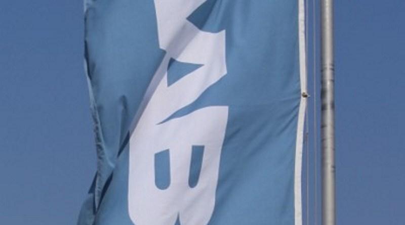 Bandera de Saab en el viento