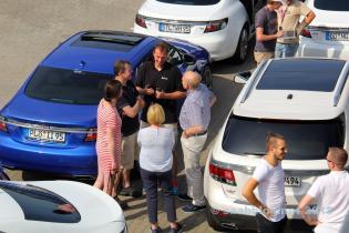 Markus Lafrentz em conversa. 9-5 NG em azul Viggen