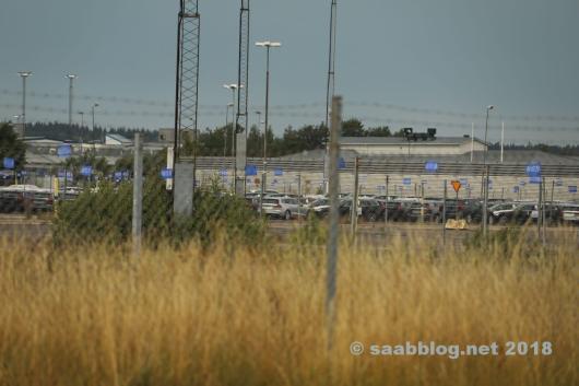 Fahrzeuge auf dem früheren Saab Auslieferungsplatz im Juli 2018