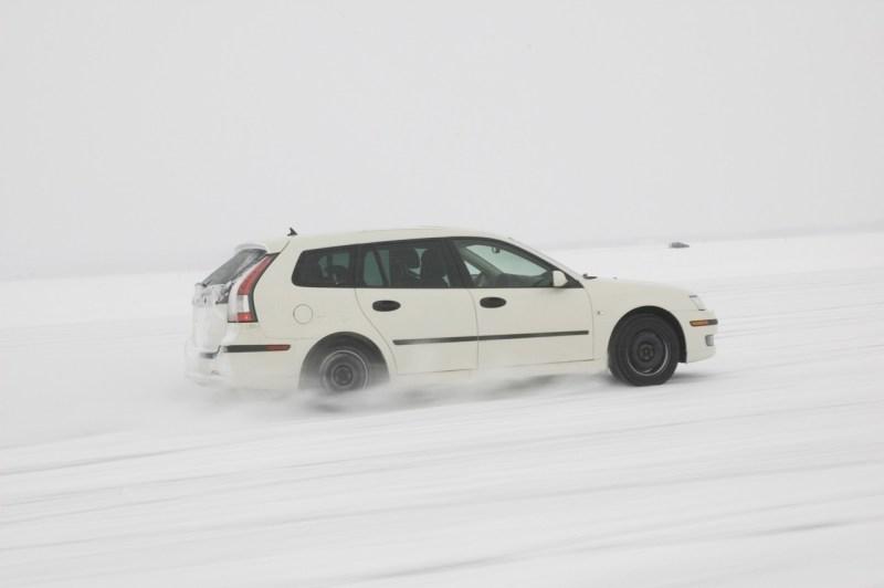 Unser Motiv für den Monat Januar 2019. Der Saab 9-3 Sportkombi auf Wintertestfahrten.