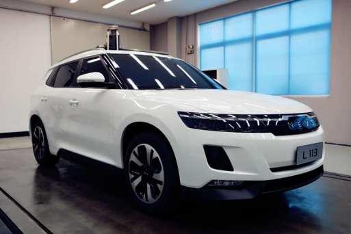 Ljudmodell en e-SUV från NEVS (NEVS via Instagram)