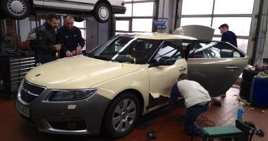 Come appare sotto il foglio? Saab Taxi Frankfurt ottiene un nuovo fioretto.