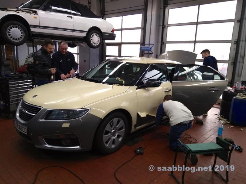 Hur ser det ut under folien? Saab Taxi Frankfurt får en ny folie.