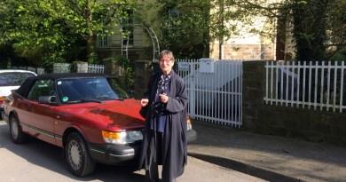Saab 900 Cabriolet y su orgulloso propietario