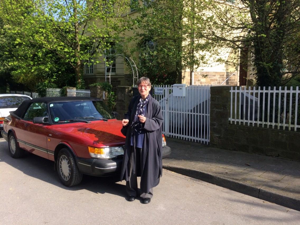 Saab 900 Cabriolet e seu orgulhoso proprietário
