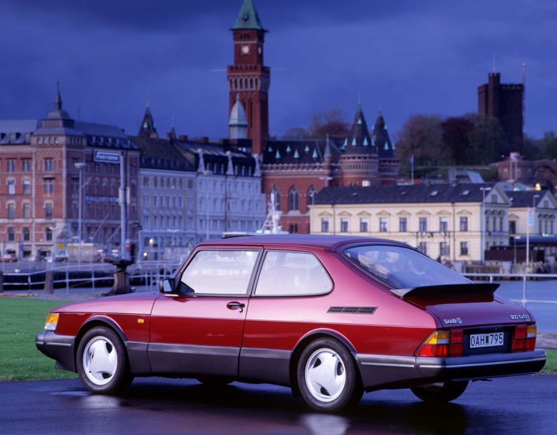 Saab 900 Turbo 16 S in front of Swedish backdrop