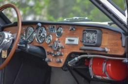 Cabine esportiva com relógio Halda Speedmaster, relógio Heuer e luz de leitura