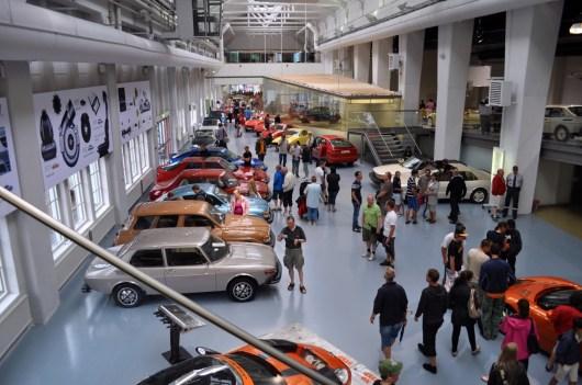 El festival 2010, con autos deportivos Spyker en el museo.