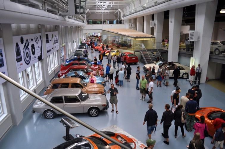 Het 2010-festival, met Spyker-sportwagens in het museum