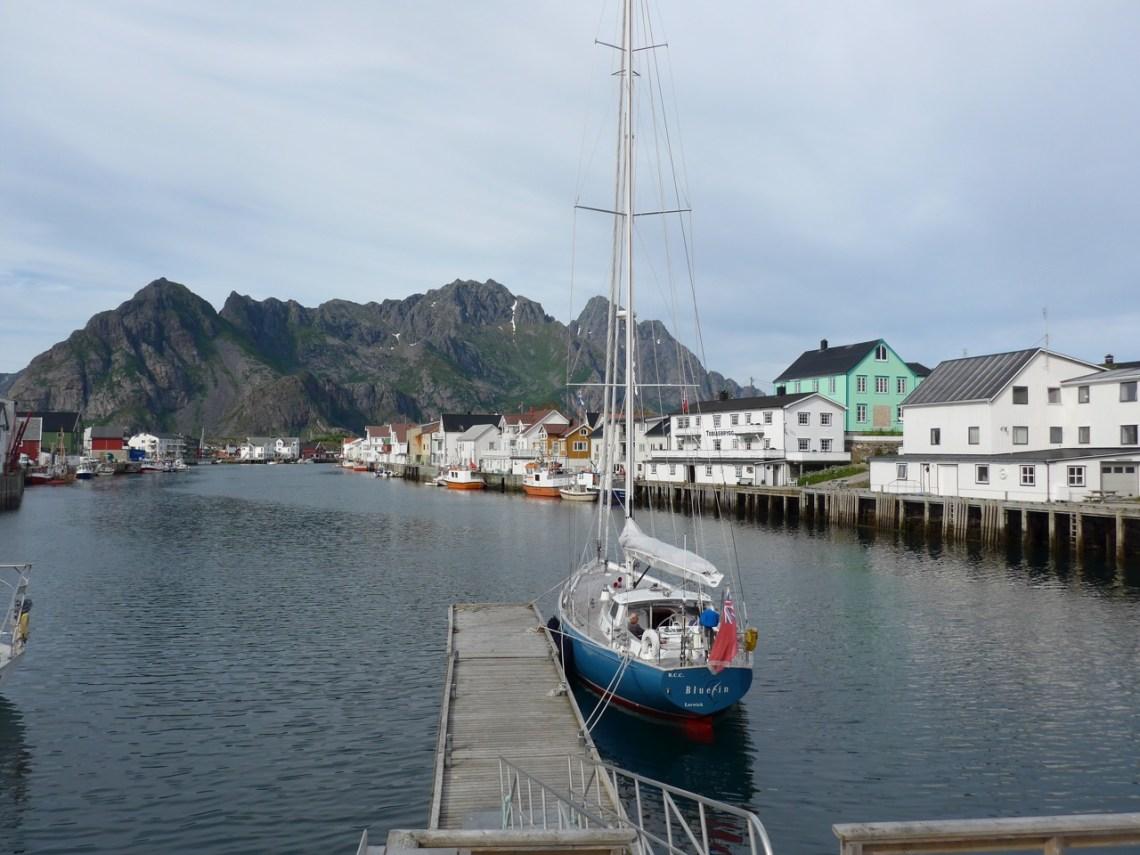 Henningsvär an der Südspitze der Insel