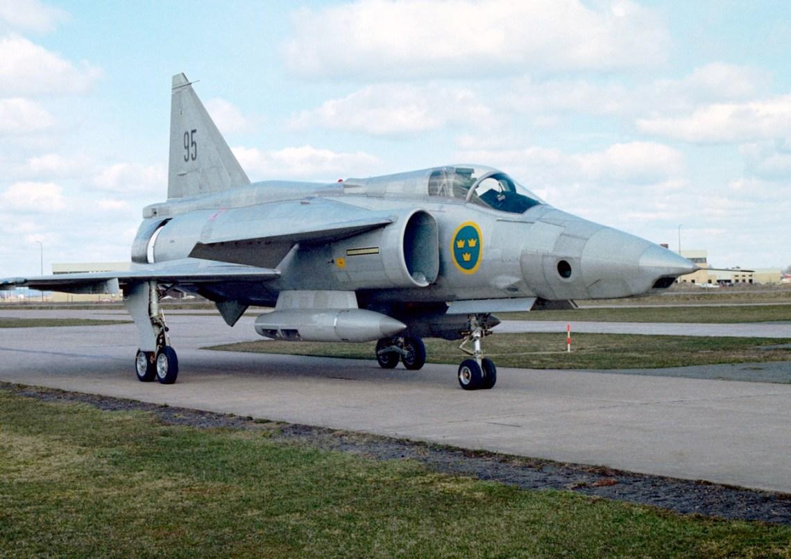 Aeronave de reconhecimento SF 37 Viggen das forças armadas suecas