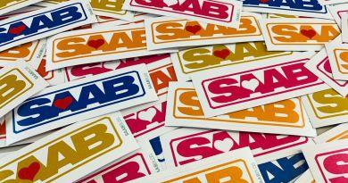 Nous aimons Saab! Le 80er est numérisé et réinterprété.