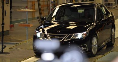 Dat was eens. De eerste 9-3 Aero modeljaar 2014 is off the line. De laatste nieuwe auto is nu beschikbaar op een veiling.