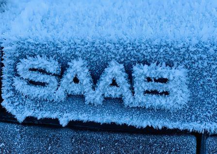 Ледяной сааб надписи. Фото Ренато из Швейцарии.