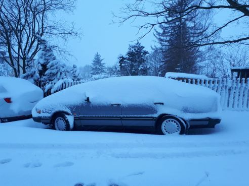 Reconocido? El 9000 de Alex está escondido debajo del capó de nieve.