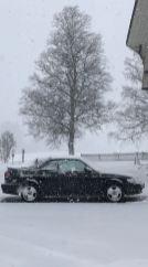 Cabriolet in de sneeuw. Foto van Horst die per ongeluk de Saab voor de lens zag. Dank je wel!