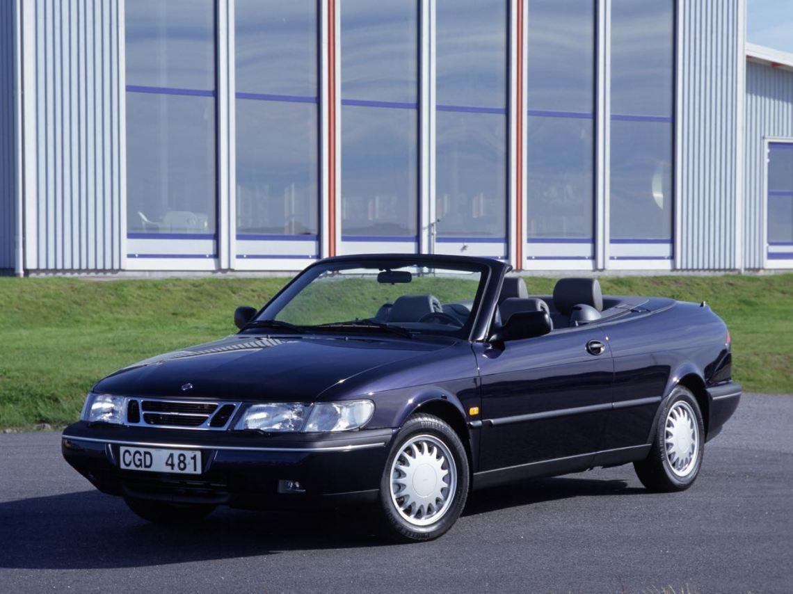 Um Saab 900 Cabriolet possui qualidades de escravo