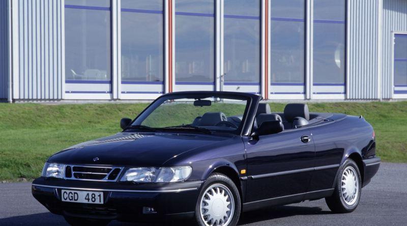 Un Cabriolet Saab 900 ha qualità di schiavo