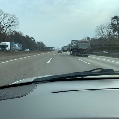 Ritorno in Baviera. L'A3 si svuota. I camion dominano.