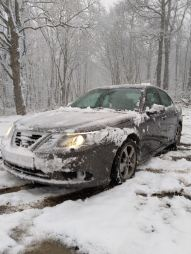 De Taunus heeft veel sneeuw gekregen. Stephan's Saab in de sneeuw.