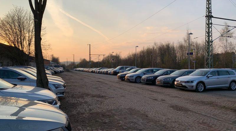 Ex-Dienstwagen des VW-Konzerns auf Halde. Nicht nur der Corona-Krise geschuldet.