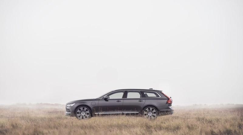 Volvo V90 21 года выпуска. Ограничено до 180 км / ч.