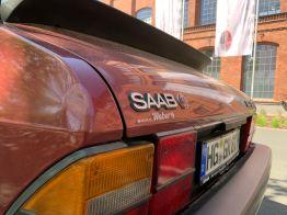 Красная кожа и красный лак, Saab имеет особую комбинацию.