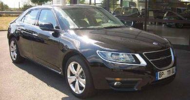 Um veículo de demonstração da Saab está em Rennes