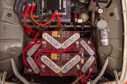 10 batteries assurent une autonomie de 100 kilomètres