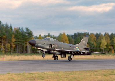 Efterträdaren är Saab 32 Lansen, som ersatte Saab 50 i slutet av 18-talet
