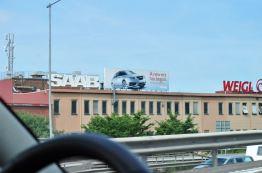 Em Gotemburgo - publicidade da Saab na antiga fábrica de equipamentos