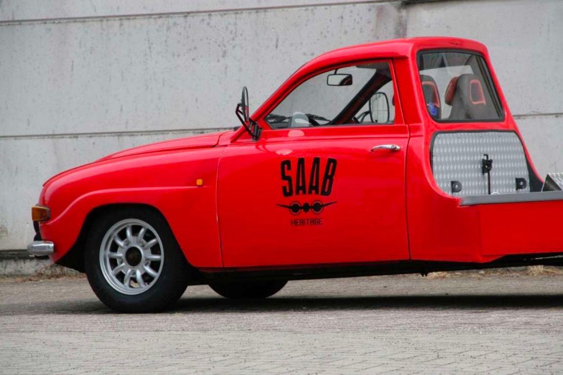 Transporteur de voitures historiques basé sur Saab