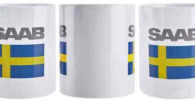 Saab-kopp med flagga och Saab-bokstäver