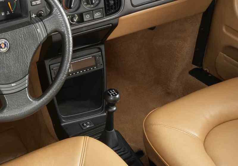 Saab 5 Gang Getriebe - hier im 900 von 1986 - nie besonders präzise zu schalten