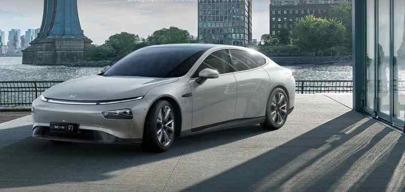 Xpeng P7 - voiture électrique contre Tesla Model S.