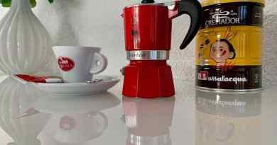 Mycket arkaisk - kaffebryggare från Bialetti